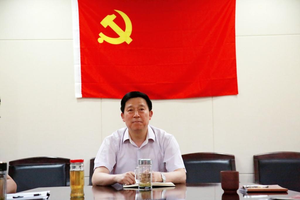 市委常委统战部长陈德荣以普通党员身份参加所在党支部组织生活会